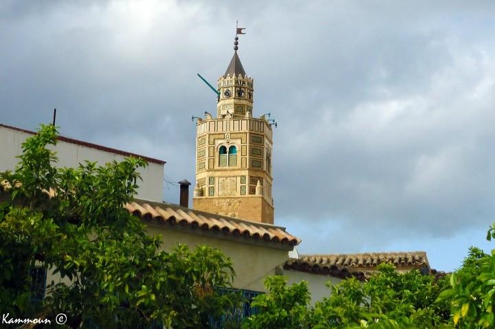 Les aiguilles de l'horloge de la grande mosquée de Testour tournent de nouveau