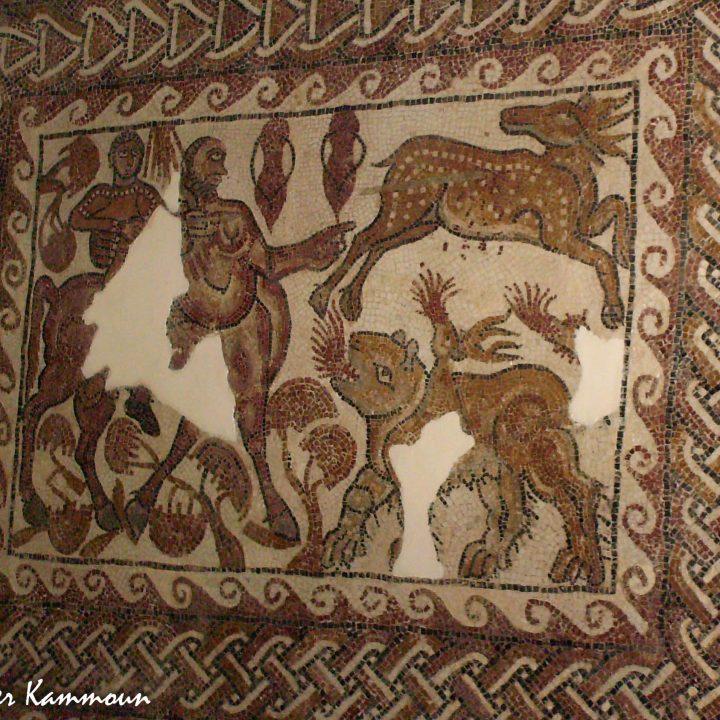 La mosaïque de l'éducation d'Achille par chiron et une chimère