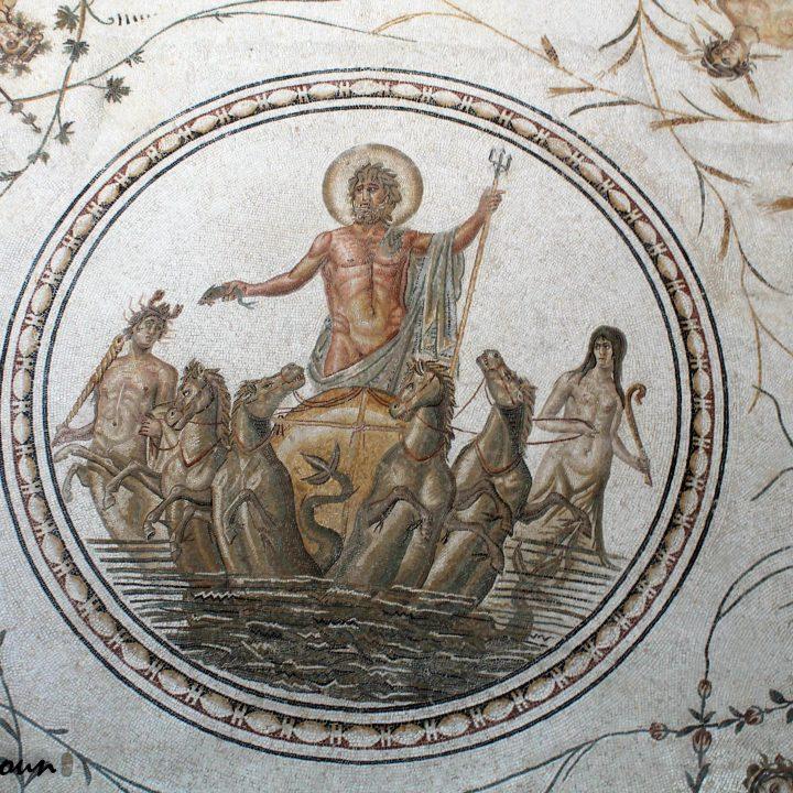 Le dieu Neptune dans la mosaïque romaine en Tunisie
