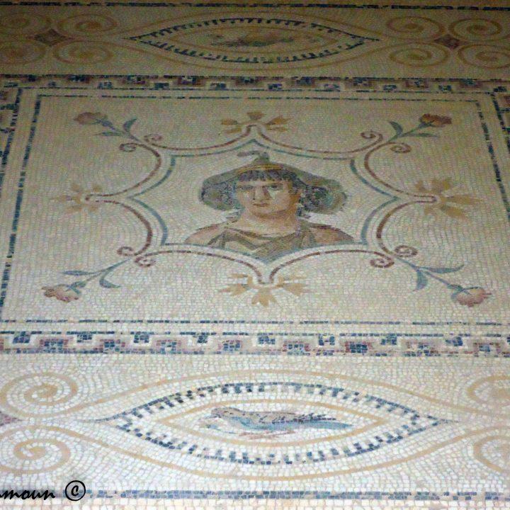 لوحة الآلهة أفريكا بالجم