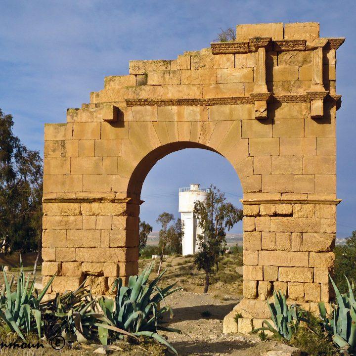 Les arcs et les colonnes romains en Tunisie