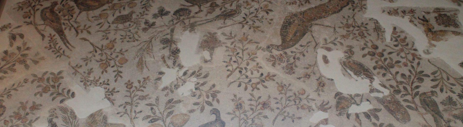 La mosaïque à décor de jonchée de Carthage