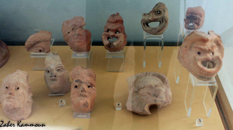 Masques de jeunes filles et masques comiques d'hommes, musée de Carthage